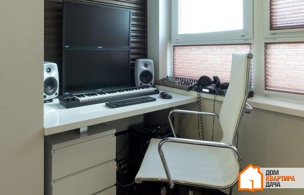Балкон недели: мини-офис в застекленной лоджии - inmyroom.