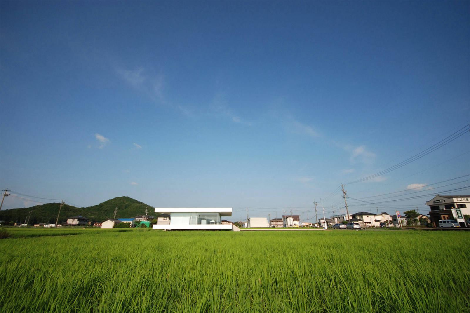 Сельский дом из стекла и стали в Японии