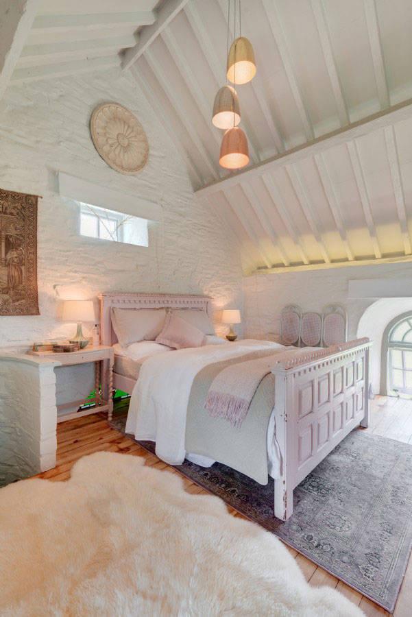 Потрясающий дом на месте старой часовни у моря в Англии