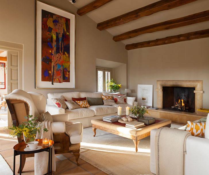 В поисках тепла: 15 уютных интерьеров гостиной с камином