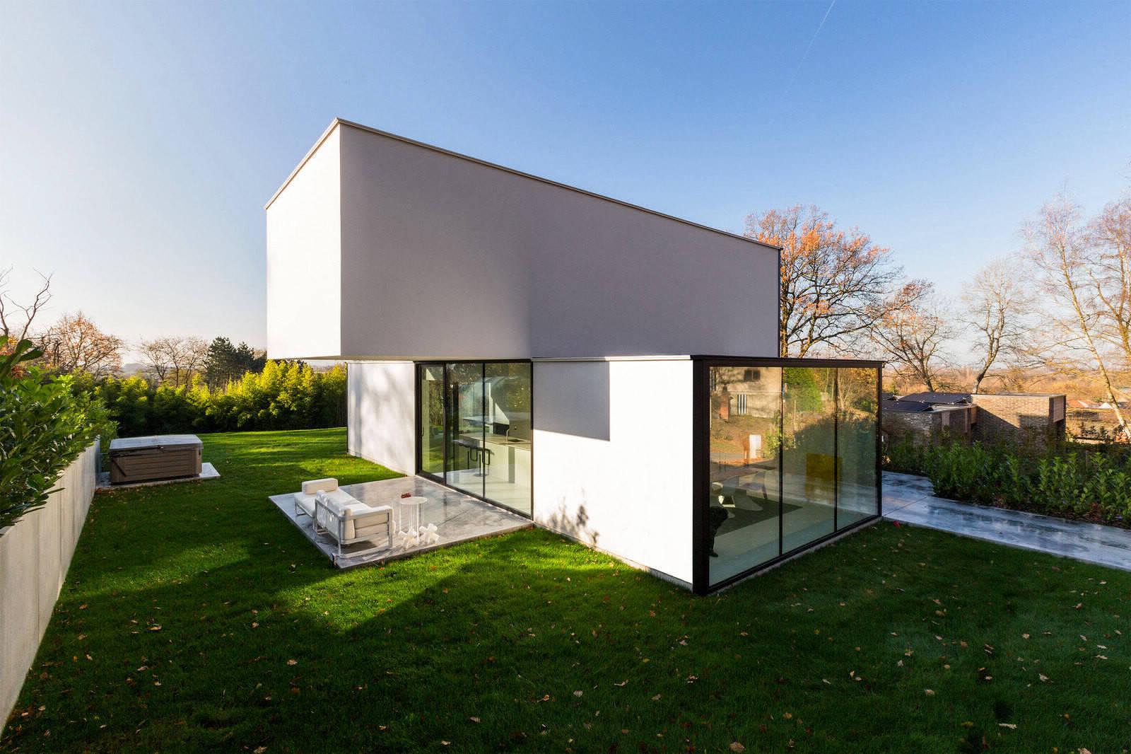 Чистые линии дома в Бельгии