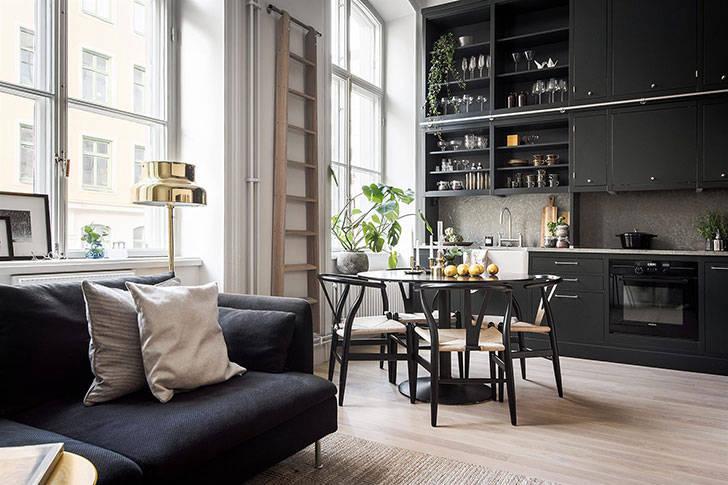 Небольшая квартира с роскошной черной кухней (40 кв. м)