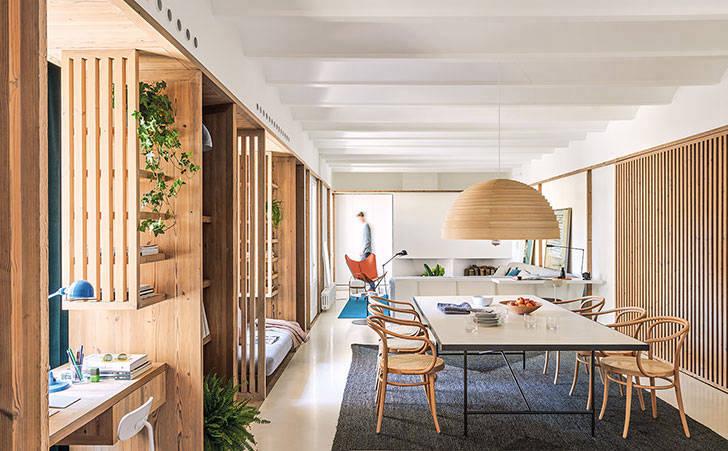 Светлая квартира с интересными дизайнерскими решениями в Барселоне