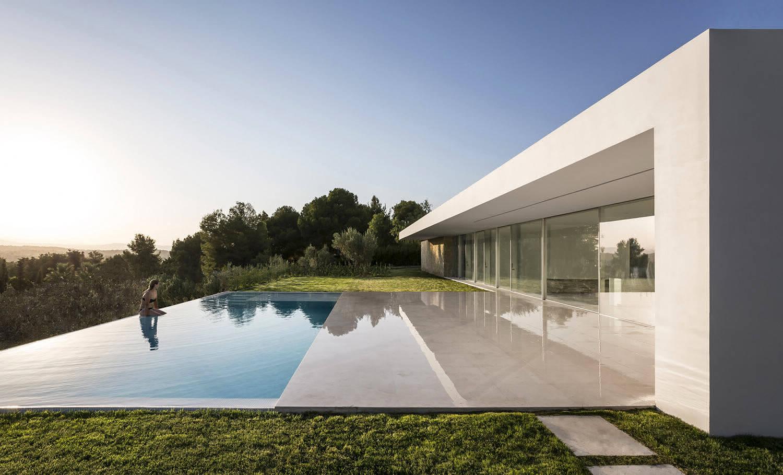 Вилла на вершине оливкового холма в Валенсии