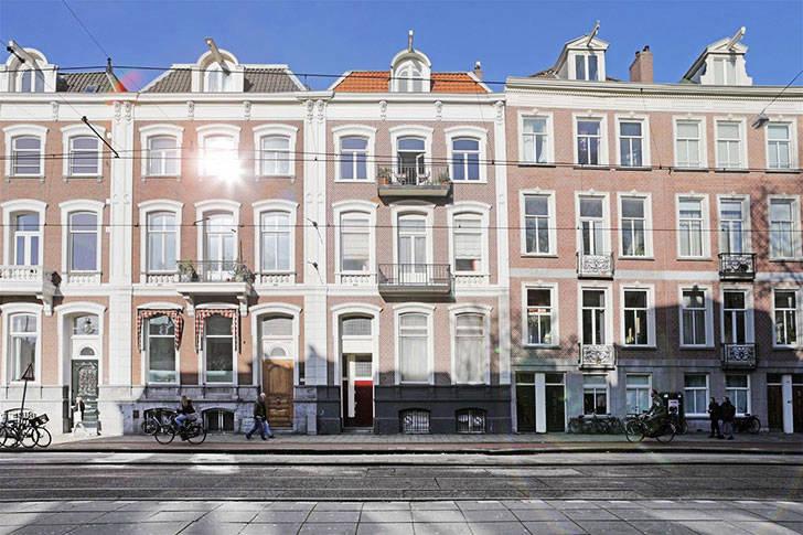 Современные апартаменты с интересным декором в красивом здании в Амстердаме