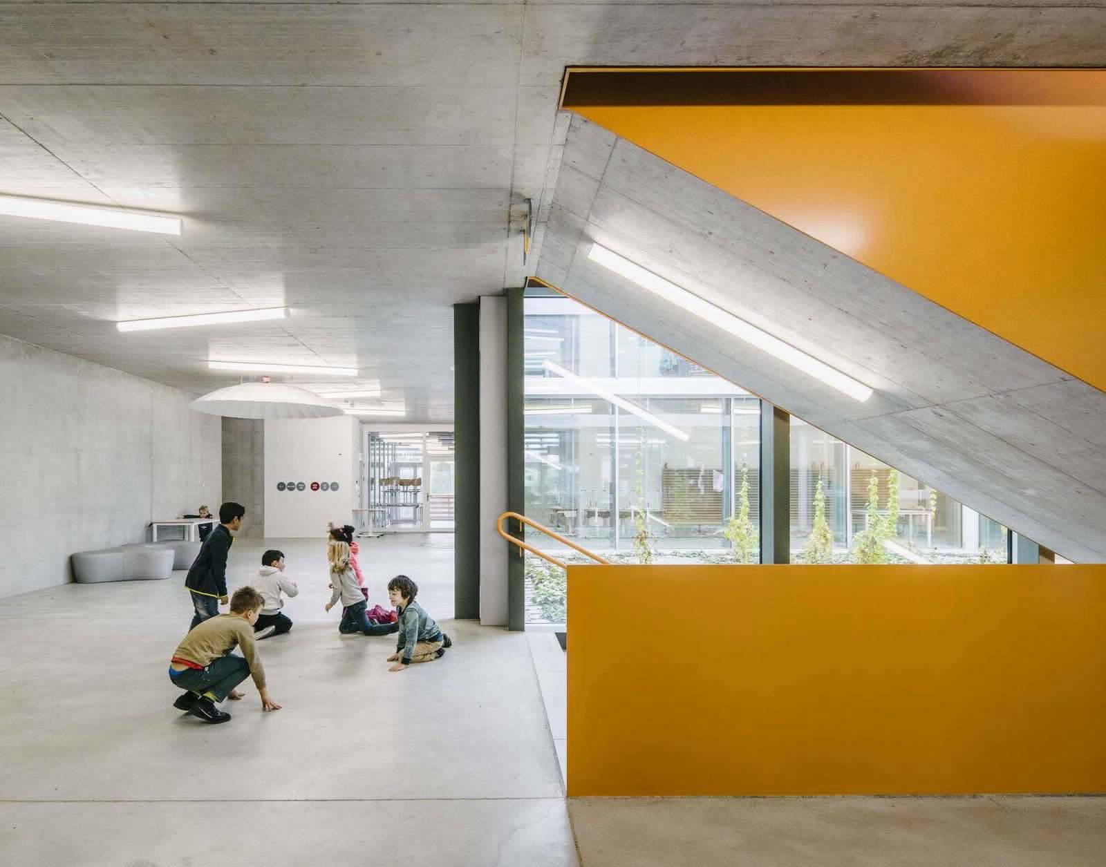Разноцветная школа в Швейцарии