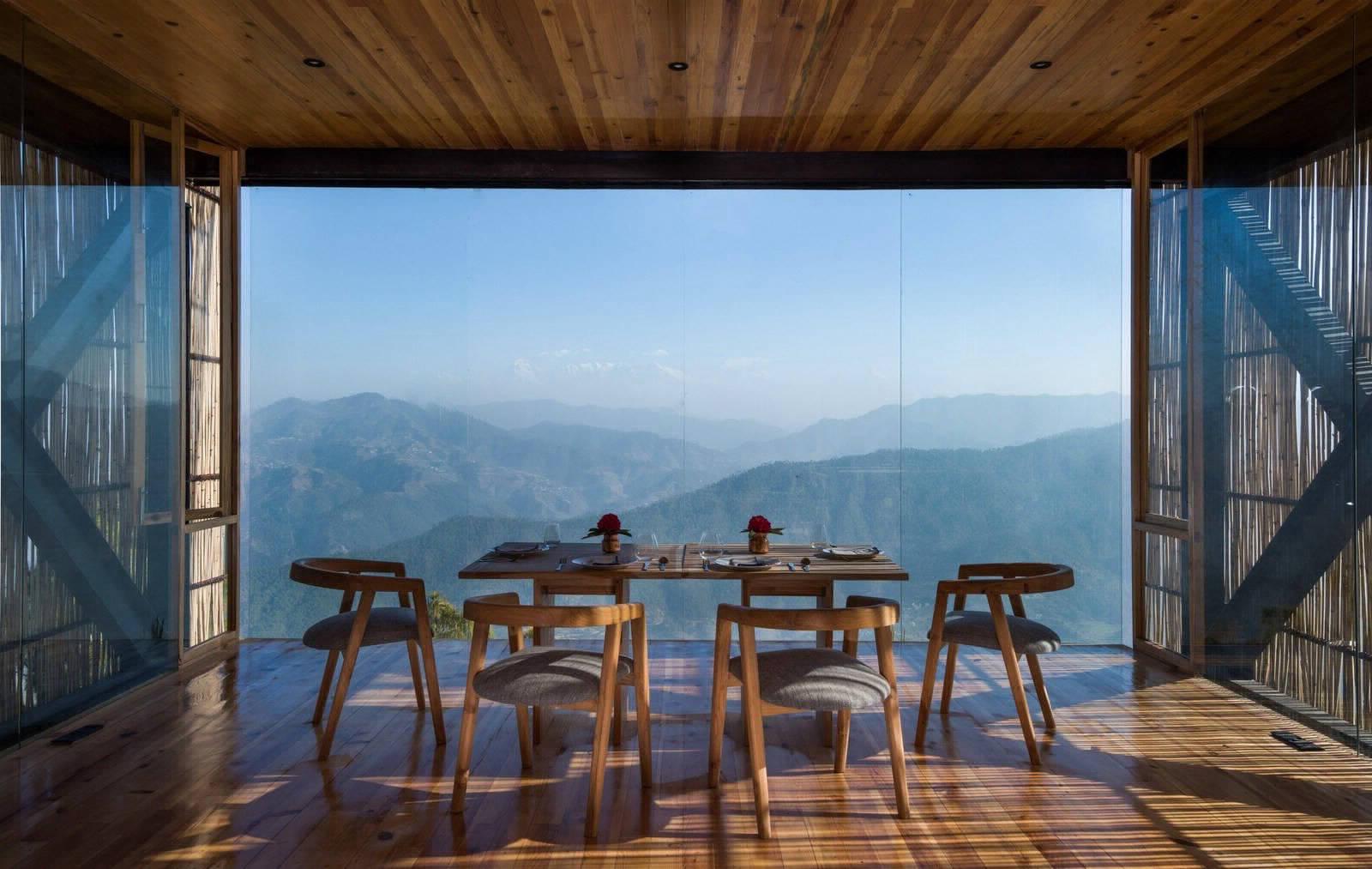 Отель The Kumaon с видом на Гималаи