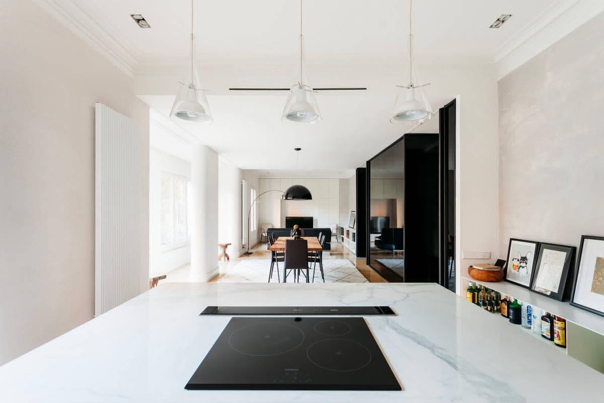 Чёрное и белое в квартире в Барселоне