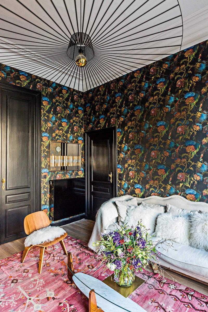 Цветы, орнаменты и старинная мебель: экстраординарная квартира адвоката в Брюсселе