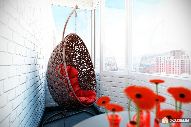 Подвесное кресло на балконе.